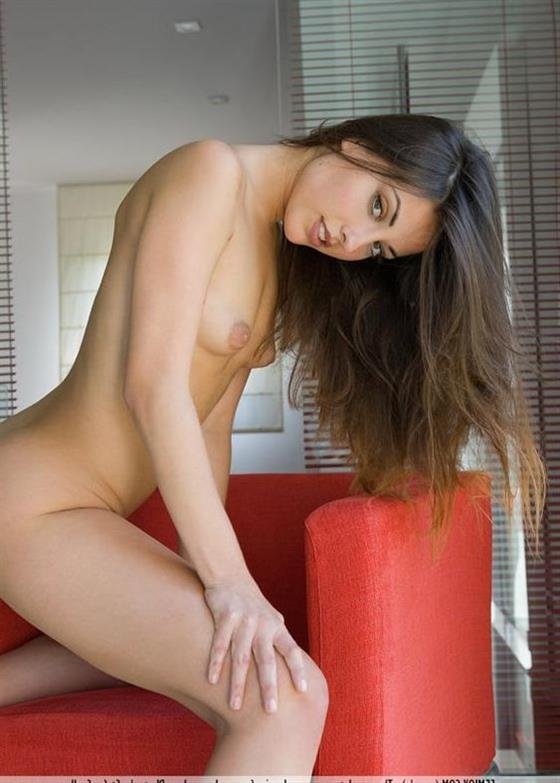 Playfully Latin Girlfriend Amaris Close Up Images 1 Of 4