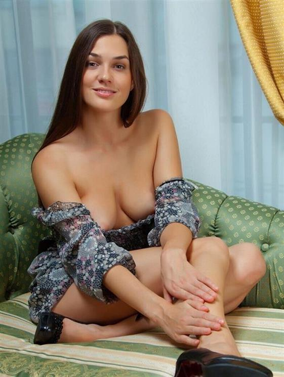 Young Romanian Women Yasmin Brunette Photos 1 Of 7