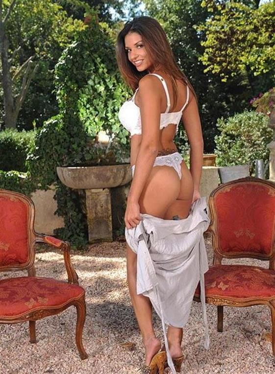 Posh Lebanese Escort Caitlyn Pissing Photos 1 Of 18