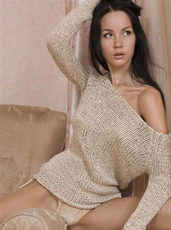 Tight Ukrainian Call Girl Jayden Public Photos 1 Of 5