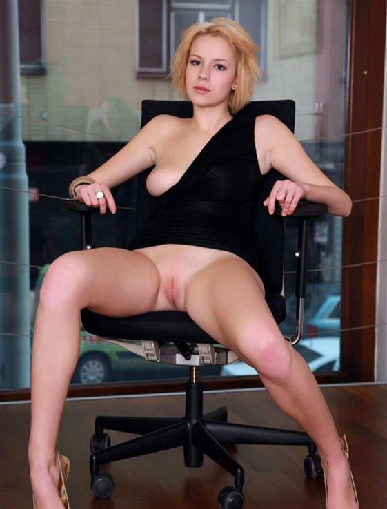 Horny Russian Lady Selina Feet Photos 1 Of 2
