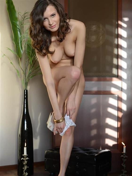 Fresh Russian Companion Piper Brunette Pics 1 Of 5