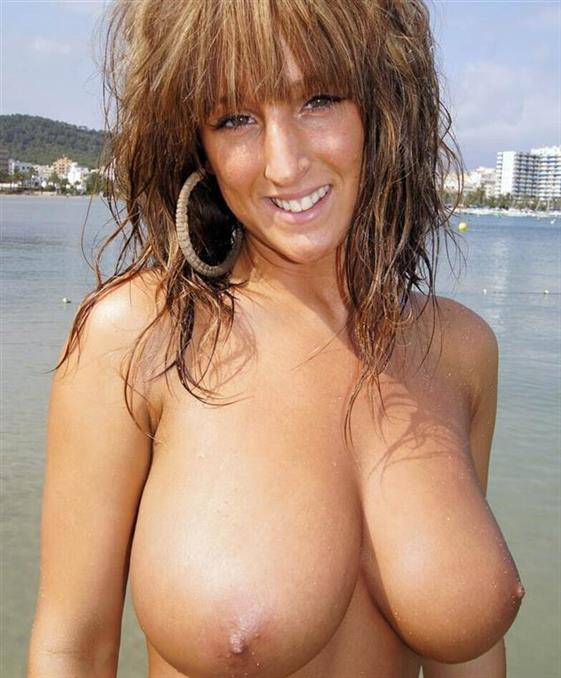 VIP English Women Aleena Public Pics 1 Of 25