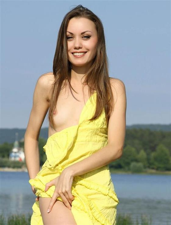 Young French Women Kasey Brunette Pictures 1 Of 7