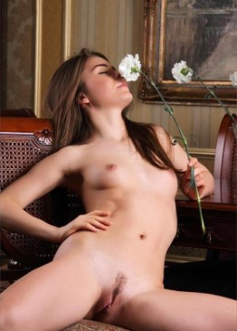 Naked Romanian Model Scarlett – Fisting Pics
