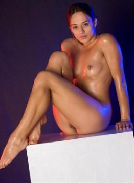 Acrobatic Arabic Model Marissa – Fingering Images