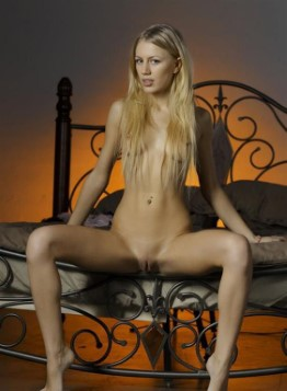 Excellent Slovakian Model Dulce – Feet Images
