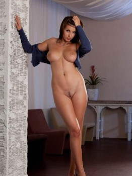 Dirty Dutch Lady Gisselle Shaved Pussy Photos