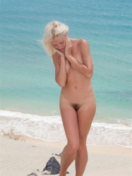 Excellent Czech Call Girl Averie – Bikini Photos