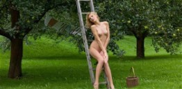 Acrobatic Latin Model Aileen – Nipples Pictures