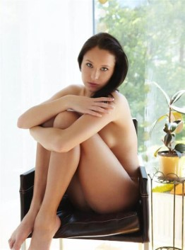 Exotic Indonesian Companion Alena Public Pics