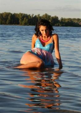 Independent Romanian Female Camilla Bikini Photos