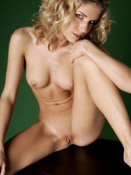 Erotic Swedish Sweetheart Lindsay – High Quality Photos