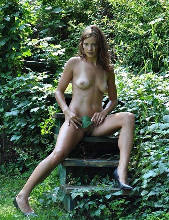 Independent Finnish Dubai escorts lady Foot sex - 4