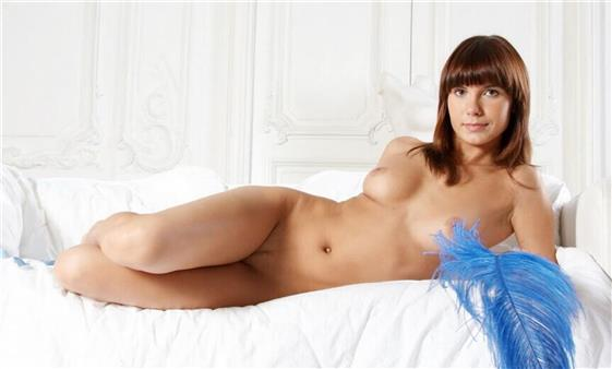 Mature Russian escort model in UAE French kissing - 3