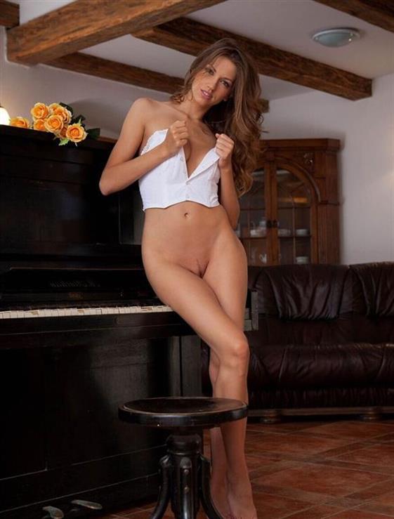 Sexy English Dubai escort companion Come on body - 9