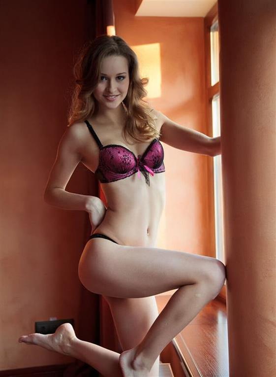 Nice Turkish Dubai escort girlfriend Dildo show anal - 1