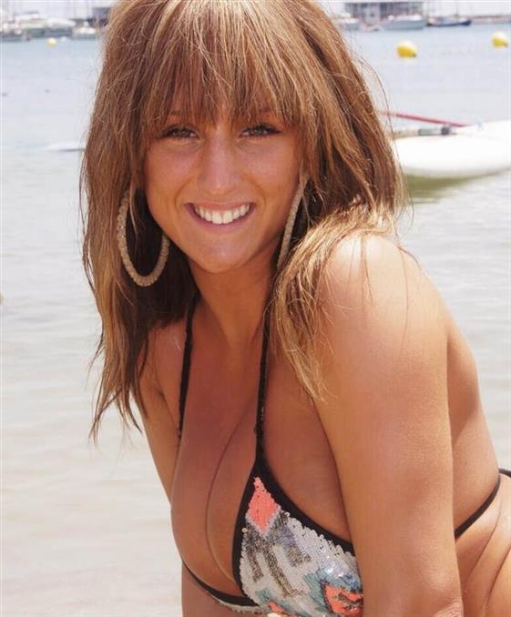 Big boobs Brazilian escort girl in Emirates Foot job - 1