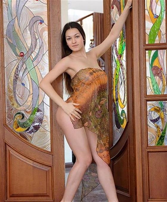 Classic Hungarian escort lady in Dubai Come on body - 6