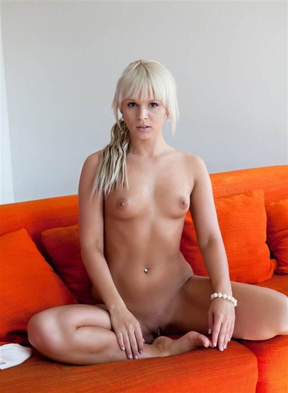 Classic English Dubai escorts model Girlfriend experience - 3