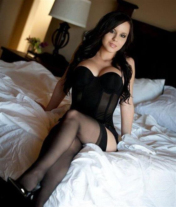 Luxurious American escort in UAE Blow job without condom - 2