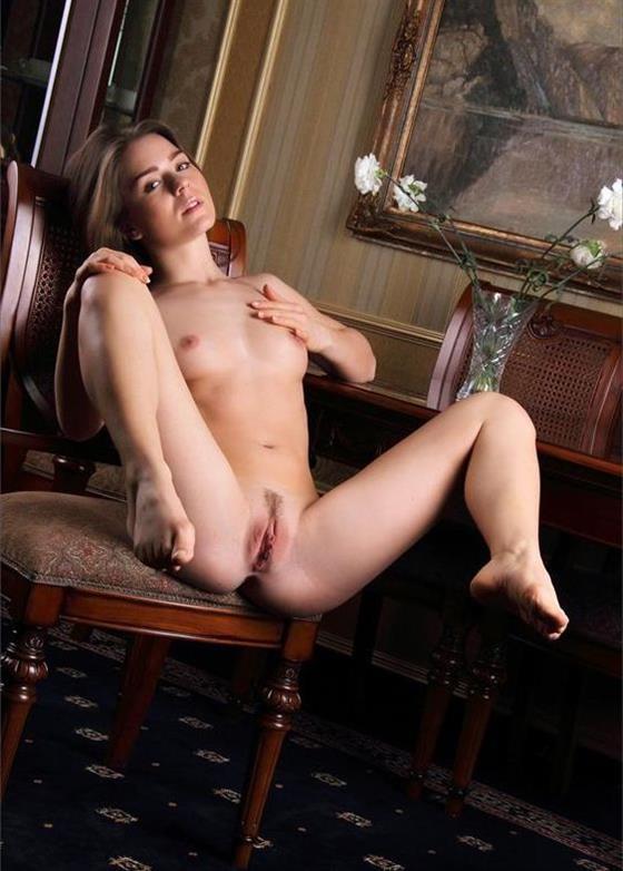 Classic Romanian Dubai escort lady Masturbation show - 8